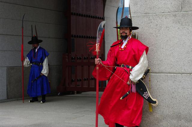 Стильный корейский страж