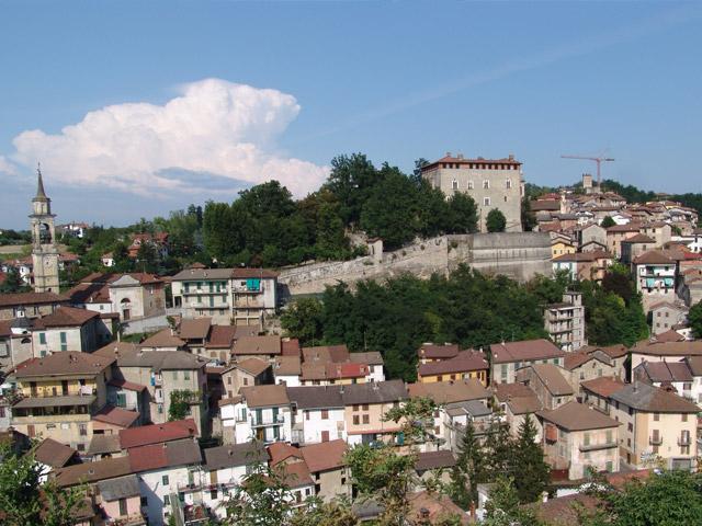 Красивый и живописный город Алессандрия (Alessandria) располагается на территории северной Италии, в исторической области Пьемонт. Проживает здесь немного меньше ста тысяч жителей, поэтому город является достаточно крупным и важным в экономическом плане.