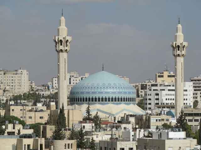 Известным памятником истории Аммана является Цитадель с ее величавыми колоннами и царской каменной резьбой. Не менее привлекательными достопримечательностями являются Археологический музей, Римский амфитеатр, Фольклорный музей и музей народных традиций.