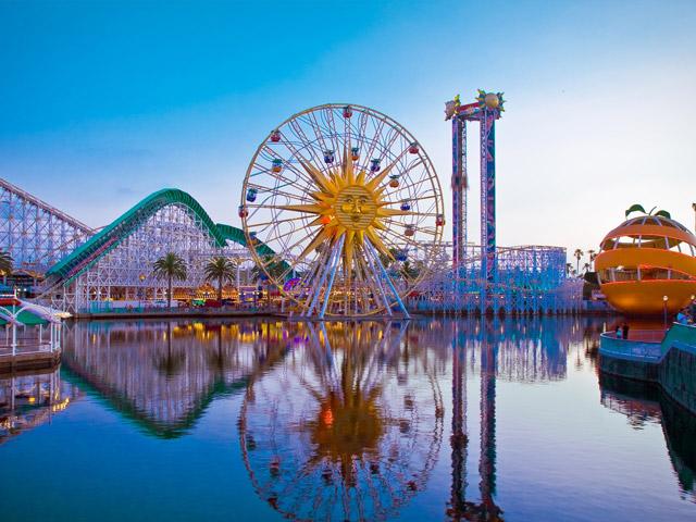 Анахайм (Anahaim) находится в штате Калифорния. Знаменит он во всем мире не только своими пляжами, спортивными командами, пресс-центрами. Самая главная достопримечательность – развлекательные и игровые центры, среди которых неоспоримым лидером является Диснейлэнд.