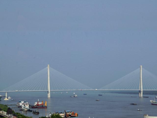 Город Аньцин (Anqing) находится на юго-западе провинции, под названием Аньхой и занимает самое главное место среди других курортных городов Китая. Городок интересен своими необыкновенно красивыми горами, голубыми озёрами и прозрачными реками. Он просто не может не заинтересовать огромным количеством культурных и исторических достопримечательностей.