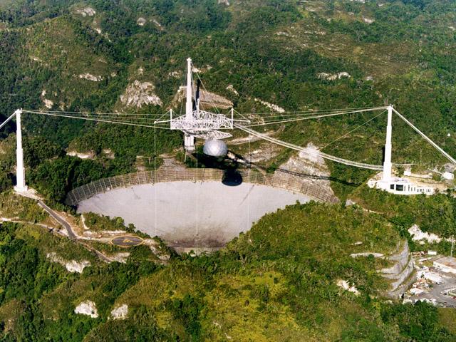 Аресибо (Arecibo) – город в далеком экзотическом Пуэрто-Рико. Знаменит на весь мир ионосферной и радиоастрономической обсерваторией, построенной в здешних горах американцами. Там находится одна из главных достопримечательностей острова – гигантский радиотелескоп
