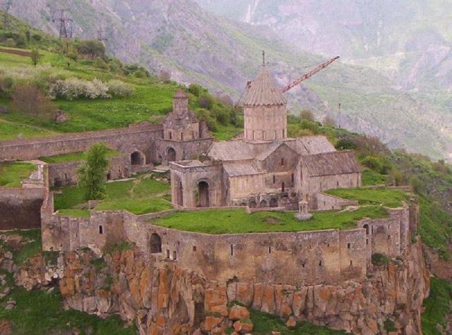 Древние постройки Армении