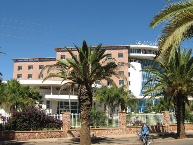 Асмэра (Asmara) – столица Эритреи. Город располагается на одном из плато северной части Африки, возле Красного моря. Количество местных жителей достигает 400 тысяч человек. Асмэра – самый красивый и развитый город Северо-Восточной Африки