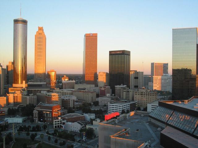 Атланта (Atlanta) – столица штата Джорджия. Этот город – развитый деловой центр, в котором находятся офисы многочисленных международных компаний, а так же и офис знаменитой компании «Кока-Кола». В Атланте находится Хартсфильд – международный аэропорт, занимающий главные позиции среди авиаперевозок всего мира.