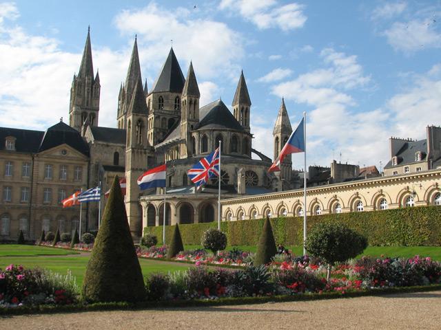 Байё (Bayeux) – город в Нормандии. Он расположился на плодородных землях долины реки Ор. В древности был центром галльского племени Байокассов. Уже в средних веках вошел во французские владения. С древних времен в городе сохранились остатки водопровода и гимназия.