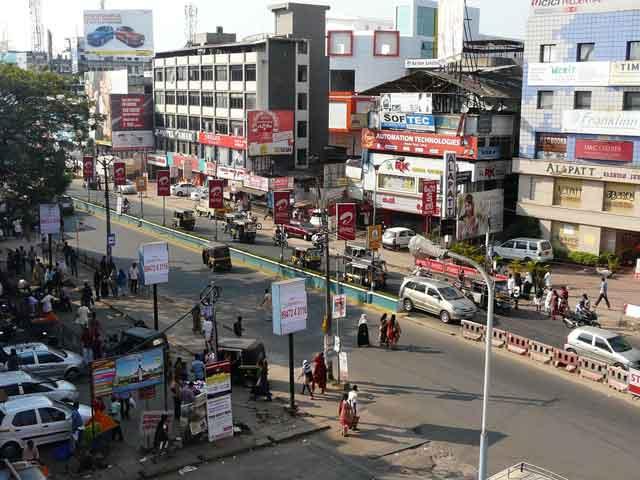 Каликут (Calicut) находится на юге Индии, в штате Керала. Город также является портом а Аравийском море. В 16-17 веках город приобрел известность за счет производства миткаля, или, как его еще называют, калико (отсюда происходит и название города).