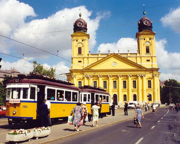 Второй по численности венгерский город ведет свою историю еще с 13 века, а его название обозначает «хорошая почва».