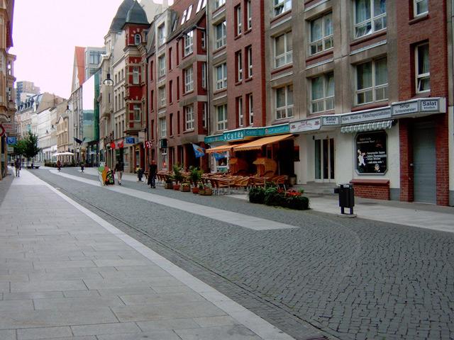 Галле (Halle) – город стоит на реке Зале. В земле Саксония-Анхальт это самый населенный город. Свою историю он ведет с конца IX века. Тогда Карл Великий построил здесь крепость для защиты Империи франков с востока.