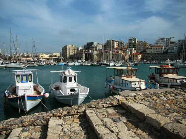 Ираклион (Heraklion) – древний исторический город Греции, который назван в честь всем известного мифического героя Геракла. Когда-то это была небольшая гавань, но сегодня Ираклион это административный центр Крита.