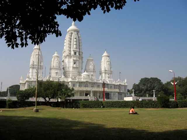Канпур (Kanpur) – густонаселенный шумный город на берегу Ганга. Основателями его считаются правители знаменитой династии Чандела. Для любознательных туристов Канпур – настоящая находка. В городе сохранилось множество древних храмов, крепостей, дворцов и других архитектурных памятников.