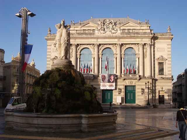 Монпелье – это разнообразная архитектура от особняков 18 века до средневековых улочек. Жемчужиной является старый центр города, в котором расположены собор Святого Петра и ритуальная еврейская баня.