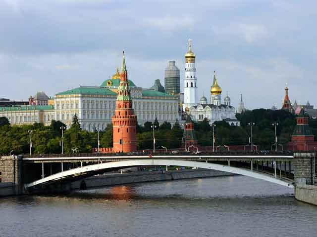 Огромное количество музеев, памятников, церквей и соборов, просто красивых и знаменитых мест собрано на территории 10-миллионного мегаполиса. Москва поражает и очаровывает, влюбляет в себя каждого, кто приезжает сюда с открытым сердцем.