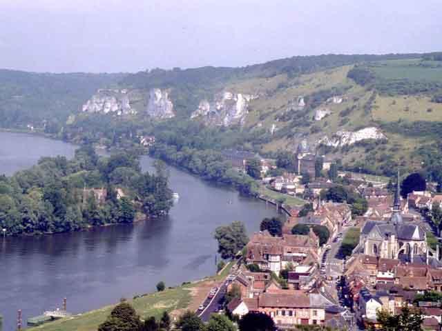 Во времена средневековья город был настолько значимым, что право на него оспаривали выдающиеся личности страны: бургундский герцог и король Франции. Сейчас в пригороде живет чуть больше 70 тысяч жителей.
