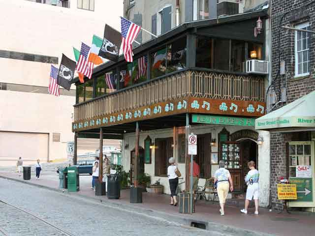 «Красивейший город Америки» по мнению парижского издания «Ле Монд», Саванна (Savannah), по сей день завораживает гостей города своей красотой и многоплановостью. Первые упоминания о городе относятся к 1733 году.