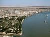 Абадан расположен в 50 км от Персидского залива. В Абадане круглый год тепло. Температура воздуха не опускается ниже 7 градусов выше нуля