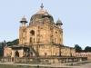 Индийский город Аллахабад (Allahabad), который до XVII столетия носил название Праяга, находится на территории штата Уттар-Прадеш, который расположился в живописном месте между долинами двух красивых рек – Джамна и Ганга. Проживает здесь немного больше восьмисот тысяч жителей, поэтому именно в этом городе находится главный религиозных центр Индии и всех индуистов.