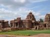 Бангалор (Bangalore) – крупный город, который расположен на юге страны. Основан он в 1537 году местным князем Кемпле Гоуда. Из-за наличия в городе большого количества научно-исследовательских институтов, предприятий космической отрасли, компаний, которые связанны с информационными технологиями, он носит название «индийской кремниевой долины».