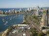 . В 2001г. был открыт Национальный музей Австралии. Его здание выполнено в стиле постмодернизма, а площадь выставочных залов, соединенных наподобие пазлов, занимает 6600 м². В самом центре расположена впечатляющая скульптурная композиция «Сад австралийских мечтаний». Каждую осень в городе проводится «Карнавал воздушных шаров», а каждую весну – фестиваль цветов.
