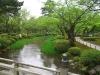 Город Канадзава (Kanazawa) уютно устроился у берегов Японского моря, со всех сторон окруженный Японскими Альпами, национальными парками Хакусан и Ното. Центром города является замок Канадзава и окружающий его парк.