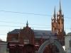 Автором проекта стал петербургский архитектор Ф.Богданович. Стрельчатые башни храма, напоминающего готические соборы Западной Европы, взметнулись ввысь на 47м.