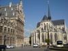 В Лёвене действует один из старейших университетов Бельгии, который основал в 1425 году папа Мартин V. Его считают самым старым католическим университетом мира. Исторический центр города – самый красивый в Бельгии. В центре Левена установлен памятник студенту.