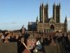 А в XIV веке здание дополнила Галерея королей, над которой трудился Джон из Уэльбурна. Все это дополнило величество всего собора. Линкольнский собор, это эталон средневековой английской готики. Можно бесконечно любоваться его колоннами, башнями, скульптурами, постоянно открывая для себя нечто новое.