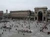 Архитектура мирового центра моды Милана (Milan) построена по радиально-кольцевому принципу. От главной, абсолютно правильной по форме Соборной площади в центре города веером расходятся улицы к околицам. По пути они пересекают бывшие городские границы – крепостные стены.