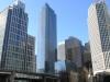 Несмотря на то, что здание высокое, в ширину оно небольшое, что делает его изящным и привлекательным. Строители потрудились хорошо, здание в высоту достигло 197 метров. А вот рядом с Миллениум выстроили небольшую башенку всего-то в 12 этажей. Но зато эти два сооружения соединяет стеклянный дворик. Если говорить о внешнем впечатлении, то небоскреб напоминает огромный кристалл, обрамляющий горизонт города.