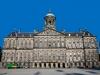 . До 1808 года здание было ратушей, пока Наполеон не подарил его своему брату Луи. Там его и короновали, поэтому сооружение стало называться Королевским дворцом.