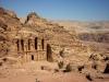 Знаменитый скальный храм-мавзолей Эль-Хазне привлекает в свои стены туристов со всего света. Это высеченное в скале, грандиозное по своим масштабам здание, - пример величайшего мастерства древних архитекторов и камнезеров.