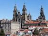 Это город студентов, здесь расположен университет. Также можно увидеть памятники архитектуры: церкви, собор, королевский госпиталь.