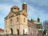 Естественная простота, чистота и легкость линий придает собору особую неповторимость. Здание собора, выстроенное из красного песчаника, имеет внушительные размеры: в длину 134 м, а в ширину 43 м.