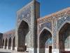 Когда-то Самарканд имел славу благодаря своим талантливым учёным: математикам, астрономам, мыслителям. Впоследствии в эти прекрасные здания добавились и мечети, а площадь стала местом торговли восточного базара.