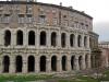 Первый камень был заложен в 17г. до н.э., строительство продолжалось четыре года. После открытия театр могли посетить одновременно 11 тысяч человек – именно столько зрителей вмещало здание диаметром 111 метров.