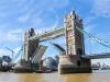 Своим появлением он обязан решению лондонского парламента, названием – Тауэру, крепости, которая находится неподалеку. Мост является одним из рукотворных чудес мира, так как его конструкция уникальна. Чтобы не мешать движению пароходов по Темзе, мост сделан наполовину подвесным, наполовину подъемным.