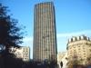 Башня стоит на месте бывшего вокзала Монпарнас, который был в период строительства модернизирован и перенесен под землю. Постройка, которая считается самым высоким небоскребом в районе, имеет высоту более двухсот метров. На всех пятидесяти девяти этажах находятся офисы, бутики, магазины и небольшие кафе.