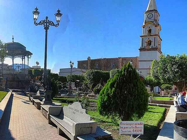 Тепоцатлан (Tepoztlan) – небольшой городок в Мексике, расположенный недалеко от Мехико. Город считается местом рождения легендарного бога ацтеков Кетцалькоатля, Пернатого Змея. Основан был на месте селения индейцев отоми в 1582 году, как иезуитская миссия. Известен город архитектурным  комплексом иезуитской коллегии, который был построен на протяжении 17-18 веков.