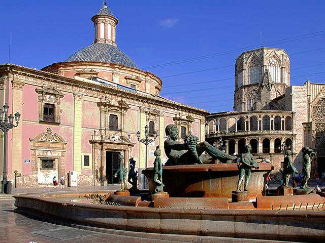Валенсия (Valencia) – город Испании и один из самых больших портов на Средиземноморье. Появление города относится к 138 году до нашей эры. Основали его римляне. К 16 веку город достигает наибольшего расцвета.