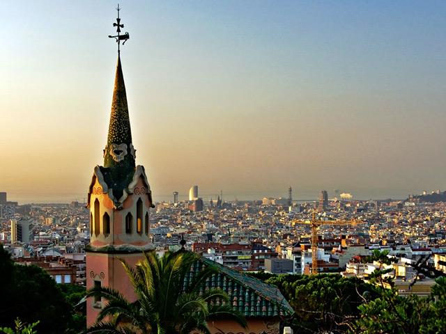 Вальядолид (Valladolid) – город на реке Писуэрга на северо-западе Испании. До сих пор существует две версии того кто основал город – римляне или арабы. Упоминания о нем относятся к 10 веку. В старой части города находится наибольшее количество религиозных и аристократических зданий.