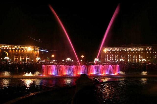 Красивый ночной Ереван